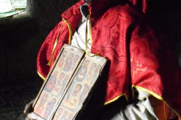 Monaco-bibbia-lalibela-etiopia