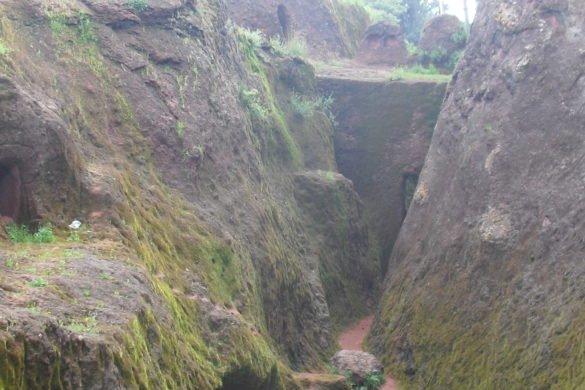 Chiese-nella-roccia-Lalibela-Etiopia-percorso-tiopia-camminamenti