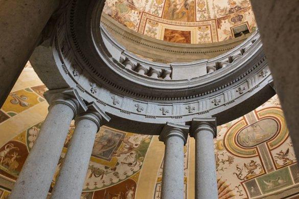 Palazzo-Farnese-scala-dipinti-Caprarola-Lazio-Tuscia-Italia-Italy
