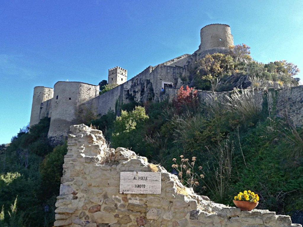 veduta-del-castello-di-roccascalegno-roccascalegna-castello-roccascalegna-castelli-abruzzo-borghi-abruzzo-Abruzzo-Italia-Italy