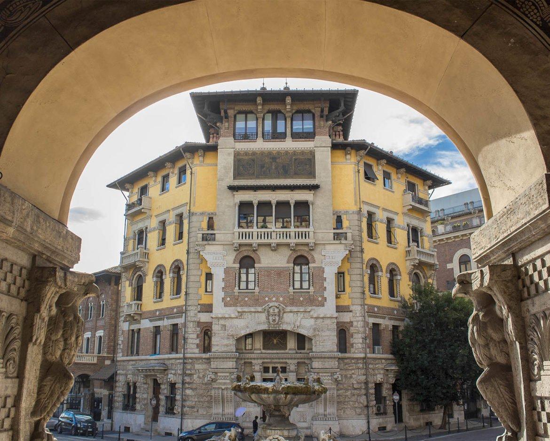 facciata palazzo del ragno-palazzo del ragno coppedè-quartiere coppedè- coppedè-Roma-Italia-italy-Europe
